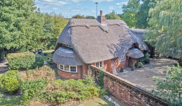 Three-bedroom cottage for sale in Hordle