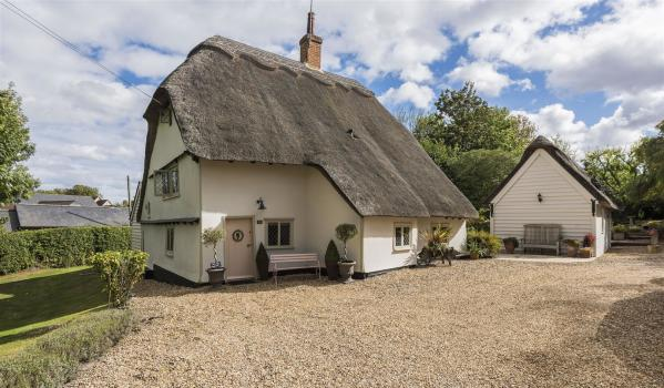 Three-bedroom thatched cottage for sale in Abbotsley