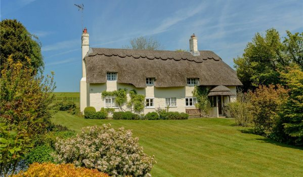 Three-bedroom thatched cottage for sale in Brown Candover