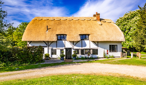 Four-bedroom thatched cottage for sale in Sulhamstead Abbots