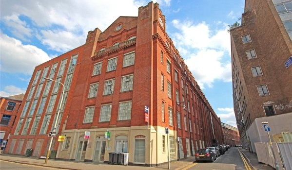 Two-bedroom flat for sale in Leicester for £130,000