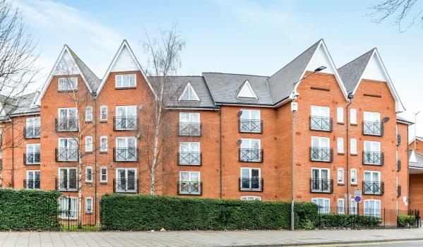 Purpose built flats in Bedford