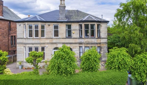 Four-bedroom semi-detached house in Glasgow for £275,000
