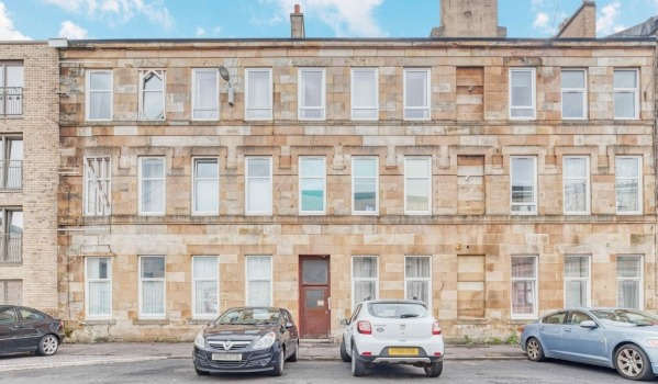 Three-bedroom flat to rent in Glasgow for £850 pcm