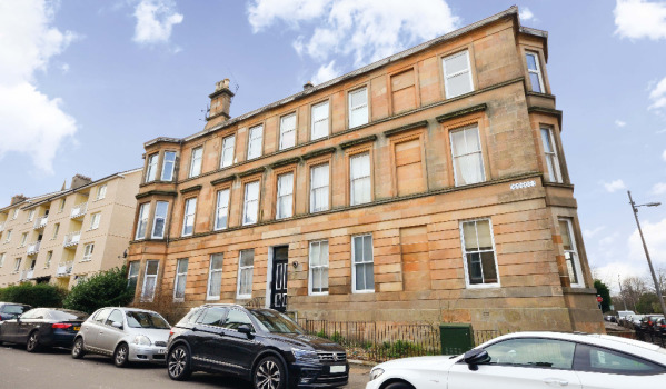 Three-bedroom flat in Glasgow for £129,000