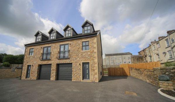 Four-bedroom semi-detached house in Rishton, Blackburn, for £200,000