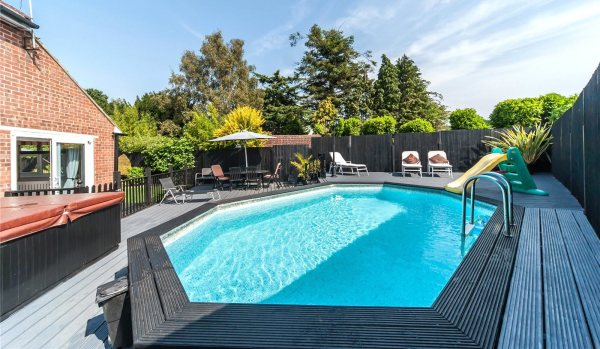 6 homes with swimming pools for less than £500k - Zoopla