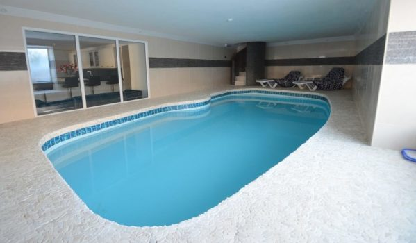 6 Homes With Swimming Pools For Less Than 500k Zoopla