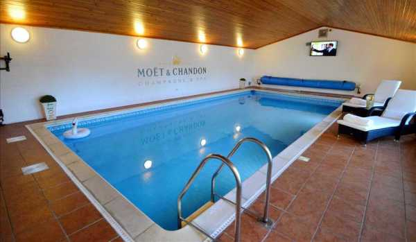 Five-bedroom detached house in Larkhall with a swimming pool