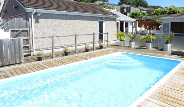 Three-bedroom semi-detached house in Plympton with a swimming pool