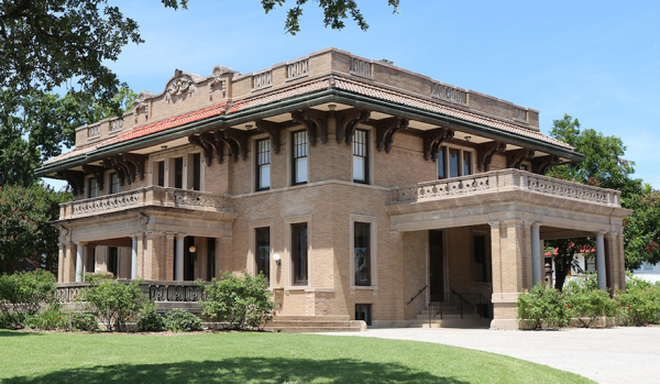 Four-bedroom villa in Downtown Waco, USA, for sale