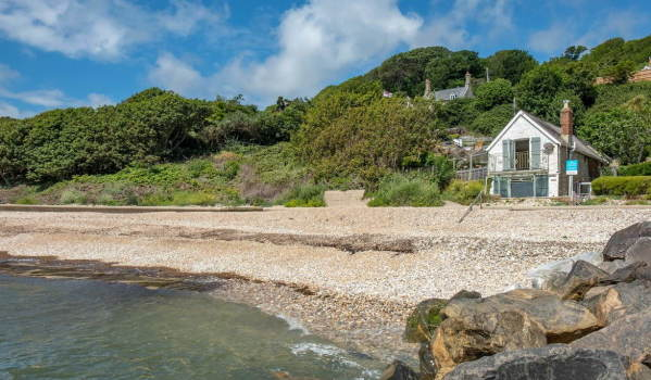 Three-bedroom beachfront detached house in Bonchurch