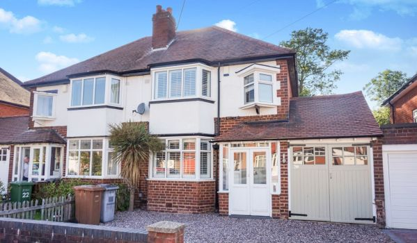 Three-bedroom semi-detached house in Birmingham for £300,000