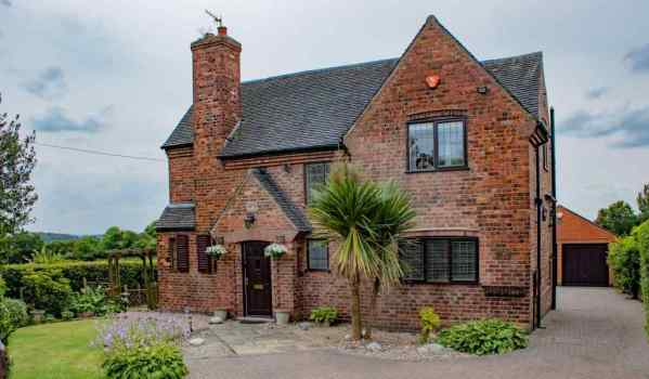Three-bedroom detached house in Nottingham for £425,000
