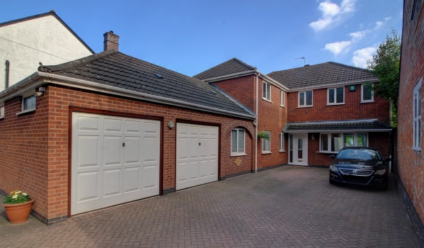 Five-bedroom detached house in Leicester for £500,000