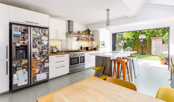Extended four-bedroom property in Northfields, London