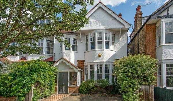 Semi detached house in Kew, Richmond
