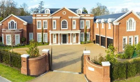 Seven-bedroom detached house in Coombe Park