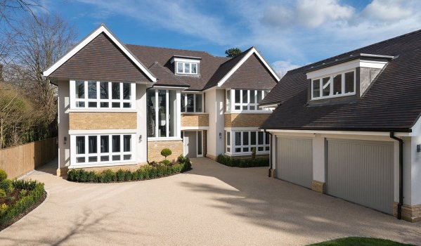 Six-bedroom detached house in Beaconsfield