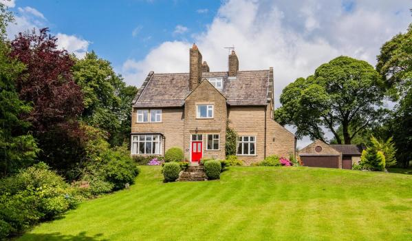 Six-bedroom detached house in Chapeltown, Bolton
