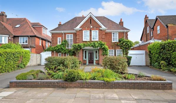 Six-bedroom detached house in Coventry