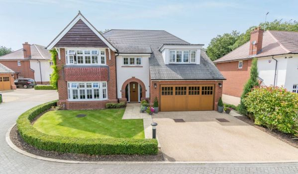 Five-bedroom detached house for sale in Glenfield, Leicester