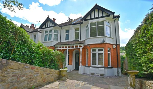 one-bedroom ground-floor flat in a period property in Purley