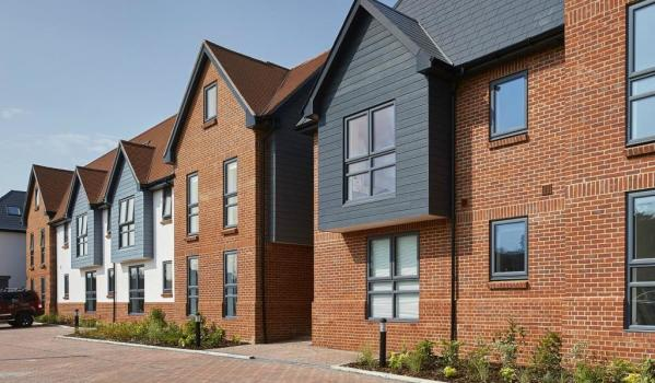Two-bedroom flat for sale in Thatcham for £238,500