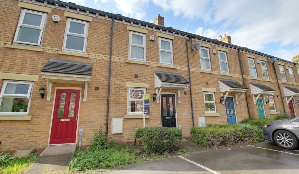 Terraced house for rent in Hull