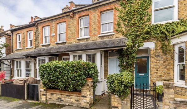 Two-bedroom terraced house for rent in West London