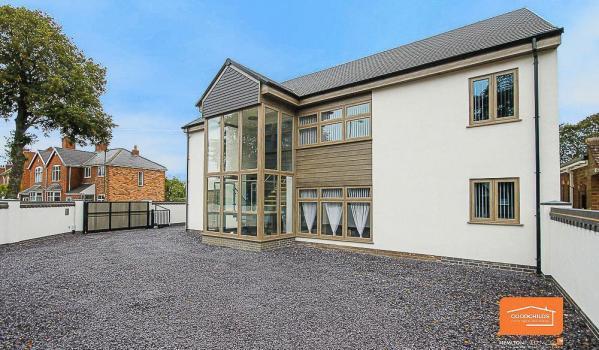 Six-bedroom detached house in Bloxwich