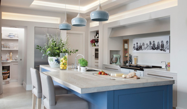 Neutral kitchen with bold blue kitchen cabinetry