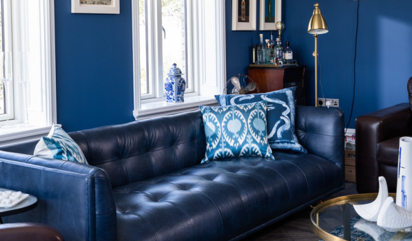 Classic strong blue on living room walls